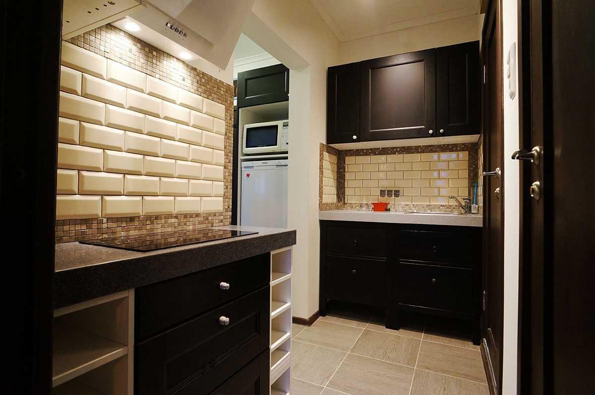 Кухня в коридоре (49 фото): тонкости переноса кухни в коридор и дизайн ее интерьера. оформление прихожей, переходящей в кухню
