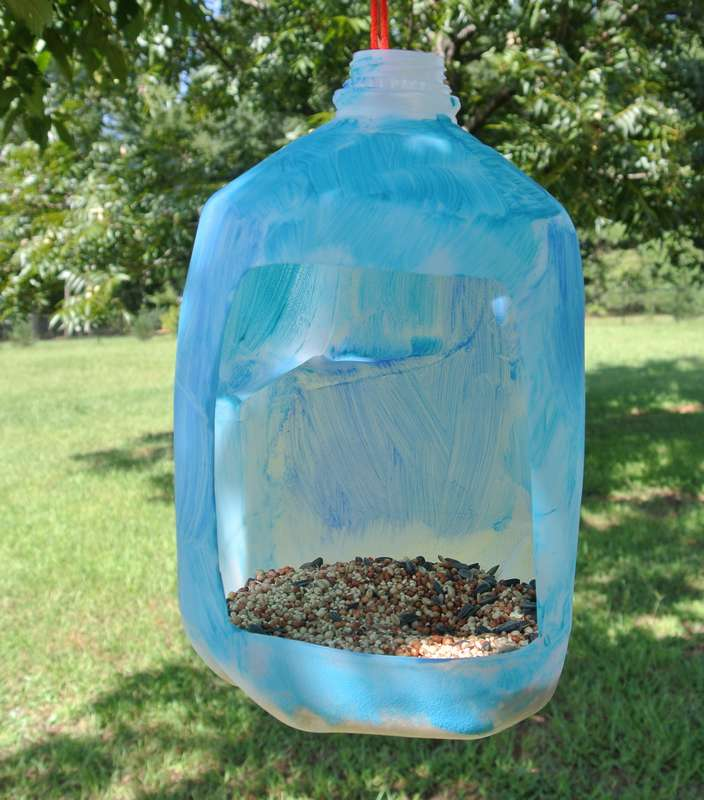 Как быстро и просто сделать кормушку для птиц из пластиковой бутылки?